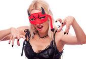 Bionda con maschera diavolo — Foto Stock