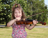 Little girl with violin in park — Stock Photo