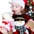 Happy little girl with Christmas gift — ストック写真