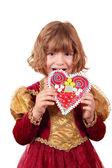 Garota comendo pão de mel coração — Foto Stock