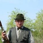 散弾銃の肖像画を持つハンター — ストック写真