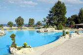 Scena di vacanza estiva piscina — Foto Stock
