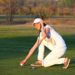 Beautiful girl golf player on field — Stock Photo