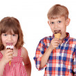 Little girl and boy eat ice cream — Stock Photo