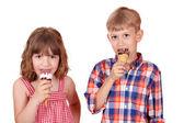 Menina e menino comeram sorvete — Foto Stock