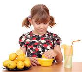 Beautiful little girl make lemonade — Stock Photo