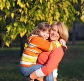 Happy mother and daughter in park — Stock Photo