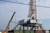 Oil drilling rig and crane — Stock Photo