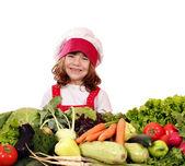 Glad liten flicka koka med grönsaker — Stockfoto