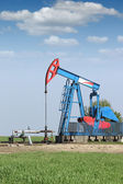 Oil pump jack on oilfield — Stock Photo