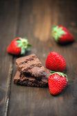 čokoládový dort a jahody — Stock fotografie