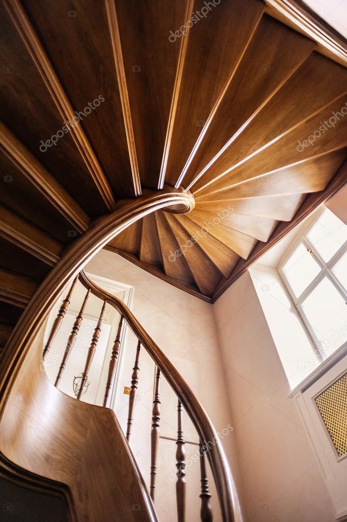Escaleras de madera interiores foto de stock 50384965 - Escalera de madera interior ...