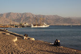 Eilat, Israel - December, 12, 2011: Evening on the beach — Stock Photo