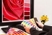 Designer at work. Color samples. — ストック写真