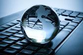 Globe en toetsenbord. — Stockfoto