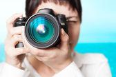 Fotógrafo de mujer con cámara — Foto de Stock