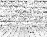 Vieux mur de briques sur plancher bois — Photo