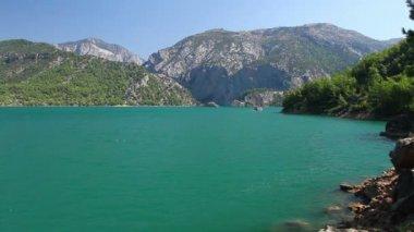 Uma vista pelo desfiladeiro nas montanhas taurus na turquia — Vídeo Stock