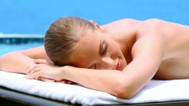 Healthy woman lying on spa bed at tropical outdoors — Stock Video #12816464