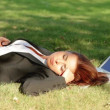 Beautiful business woman relaxing on grass with laptop — Stock Video #12892953