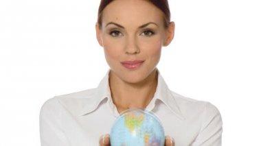 Bella giovane imprenditrice sta tenendo un globo — Video Stock