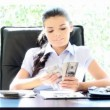 Royalty-Free Stock Vektorfiler: Beautiful young businesswoman counting money