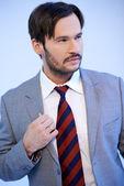 Portrét kavkazské pohledný mladý muž — Stock fotografie