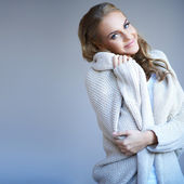 Beautiful woman in winter fashion — Stok fotoğraf