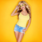 Young Woman In Yellow Tanktop And Eye Glasses — Stock Photo