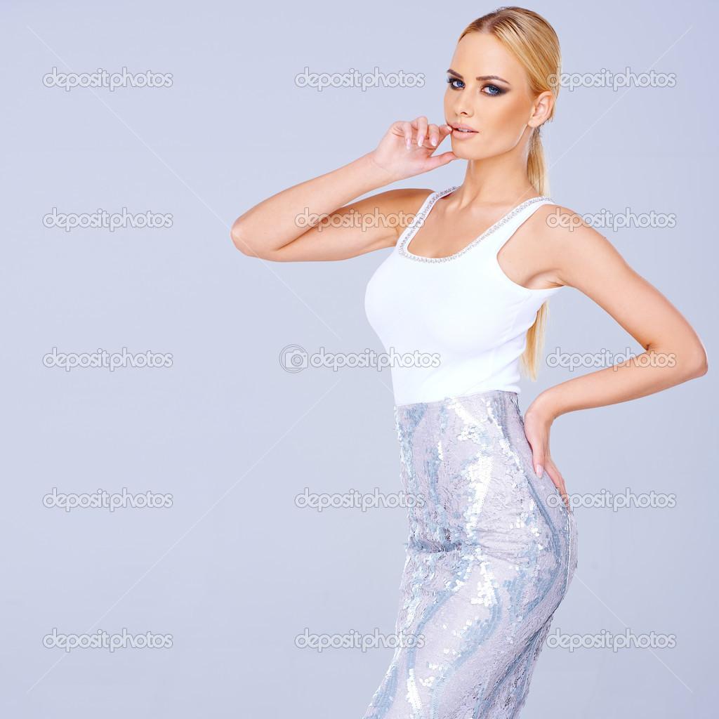 Сексуальные блондинки в мини юбках фото 29 фотография