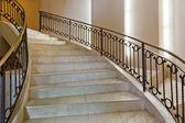 Geschwungene Treppe — Stockfoto