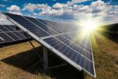 Elektriciteitscentrale met behulp van hernieuwbare zonne-energie — Stockfoto