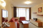 дизайн интерьера: современный небольшой гостиничный номер с тв — Стоковое фото