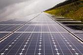 Planta de energía mediante la energía solar renovable — Foto de Stock