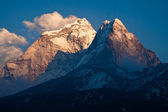 Mountain Ama Dablam (6814 m) at sunset. Himalayas. Nepal — Foto Stock