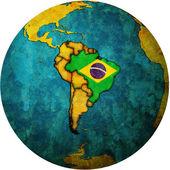 Bandiera brasile mappa del globo — Foto Stock