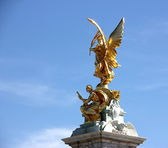 Golden Angel of London — Stock Photo