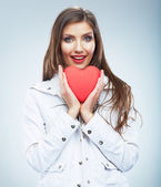 Beautiful woman hold Valentine day symbol. — Stock Photo