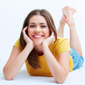 Portrait of smiling young woman lying on floor — Stock Photo