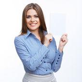 предприниматель проводить белый чистый лист бумаги. — Стоковое фото