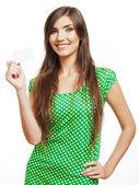 Donna giovane sorridente, mostrando la scheda vuota — Foto Stock