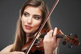 Portrait of woman playing violin — 图库照片