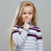 Chica de pensamiento — Foto de Stock
