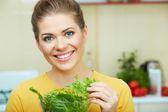 台所の女性 — ストック写真