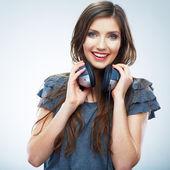 Mulher com fones de ouvido — Fotografia Stock