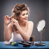 žena s vlasy kulma — Stock fotografie