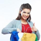 Mujer sostenga la bolsa con ropa — Foto de Stock