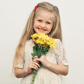 Girl hold flowers — Stock Photo