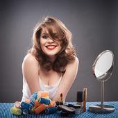 Donna con i capelli ricci — Foto Stock