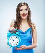 Vrouw houden horloge — Stockfoto